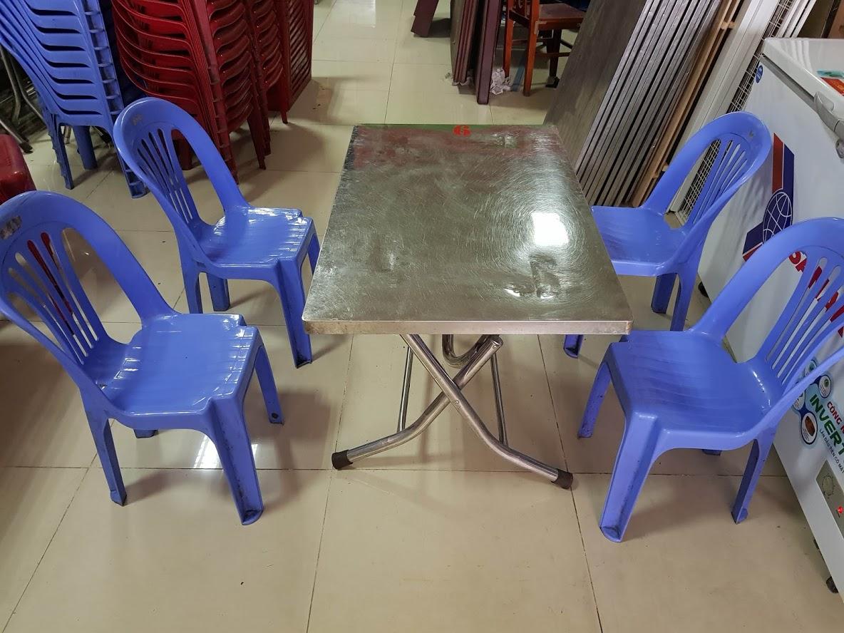 Thanh lý bàn ghế nhựa , tủ đông và nhiều đồ cũ khác cho ai cần mở quán bia , quán nhậu , lẩu nướng